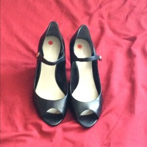 Cute black heels. Barely worn excellent condition!